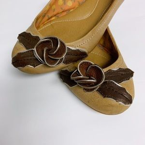 Fossil Tan and Brown Flower Ballet Flats 8.5